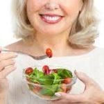 Alimentazione in menopausa: come affrontare il cambiamento